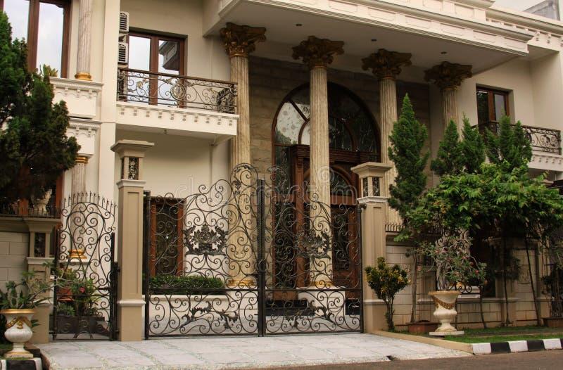 Immobiliers à la maison de luxe photo libre de droits