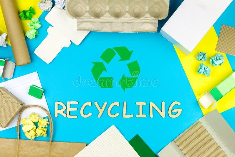 Immondizia di carta che ricicla concetto fotografia stock libera da diritti