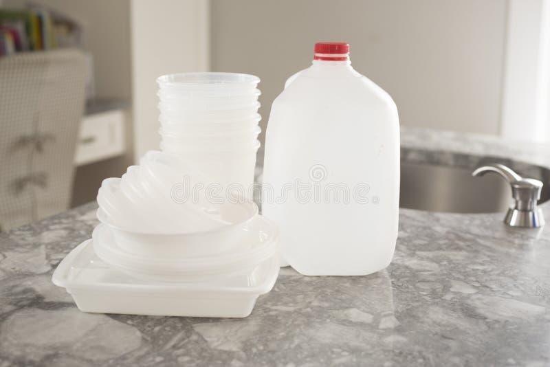 Immondizia di plastica della bottiglia per riciclare fotografie stock libere da diritti