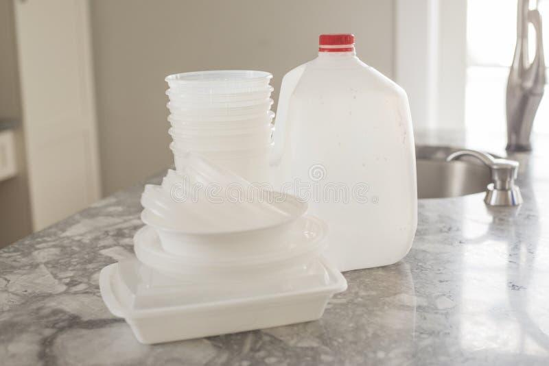 Immondizia di plastica della bottiglia per riciclare fotografie stock
