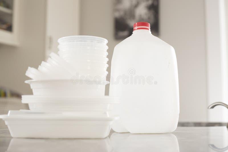 Immondizia di plastica della bottiglia per riciclare immagini stock libere da diritti