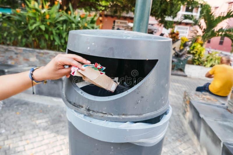 Immondizia per riciclare riutilizzazione e riciclare concetto immagini stock libere da diritti