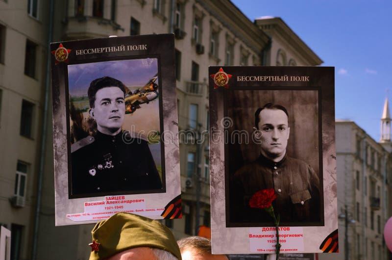"""""""Immortal Regiment†handling i den Tverskaya gatan på Victory Day i Moskva, Ryssland arkivbilder"""