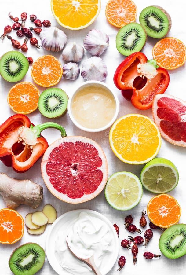 Immunité de poussée d'hiver d'ensemble de nourriture Concept sain de mode de vie, prévention des froids Configuration plate images libres de droits