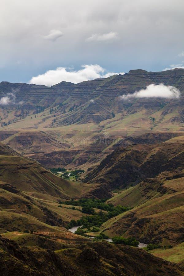 Imnaha峡谷和农场在Wallowa惠特曼国家森林里 免版税库存图片