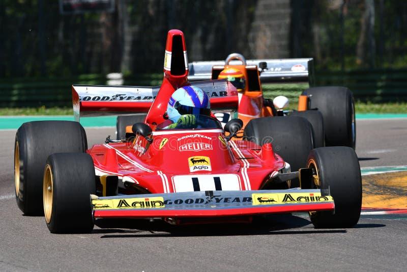 Imola, 27 April 2019: De historische Auto model312b3 ex Clay Regazzoni - Niki Lauda van Ferrari F1 van 1974 die door onbekend in  royalty-vrije stock afbeelding