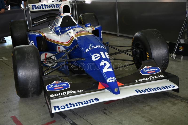 Imola 27 April 2019: Historisk 1994 före detta för F1 Williams FW16 Ayrton Senna - Damon Hill i asken under Minardi den historisk royaltyfri foto