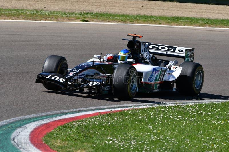Imola 27 April 2019: Historisk modell PS05 som f?r 2000s Minardi F1 ?r drivande vid ok?nda i handling under Minardi den historisk royaltyfri foto