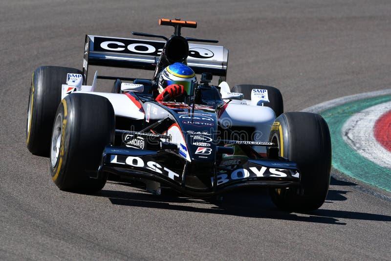 Imola 27 April 2019: Historisk modell PS05 som f?r 2000s Minardi F1 ?r drivande vid ok?nda i handling under Minardi den historisk royaltyfri bild