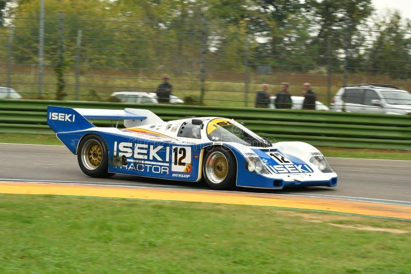Imola Classic 26 de outubro de 2018: PORSCHE 956 1985 Schuppan ex conduzido por Russel KEMPNICH durante a sessão de prática em Im fotografia de stock