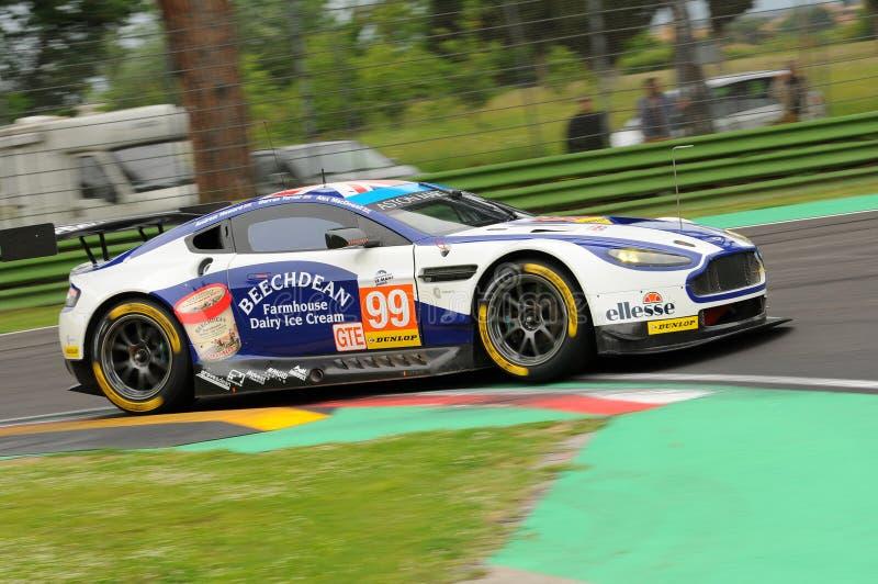 Imola, Italia 13 de mayo de 2016: Aston Martin V8 ventajoso, conducido por Andrew Howard GBR, Darren Turner GBR en la ronda de lo imágenes de archivo libres de regalías