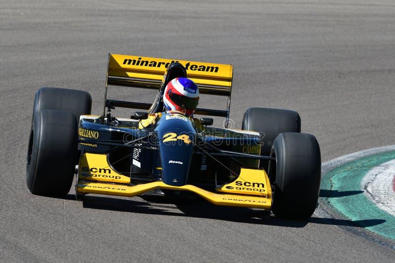 Imola, 27 2019 Kwiecień: Historyczny Minardi F1 model M192 jadący nieznane w akcji podczas Minardi Historycznego dnia 2019 fotografia stock