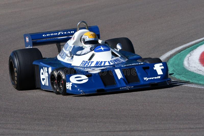 Imola, le 27 avril 2019 : 1976 F1 historiques Tyrrell P34 Ronnie Peterson ex conduit par Pierluigi Martini dans l'action photo stock