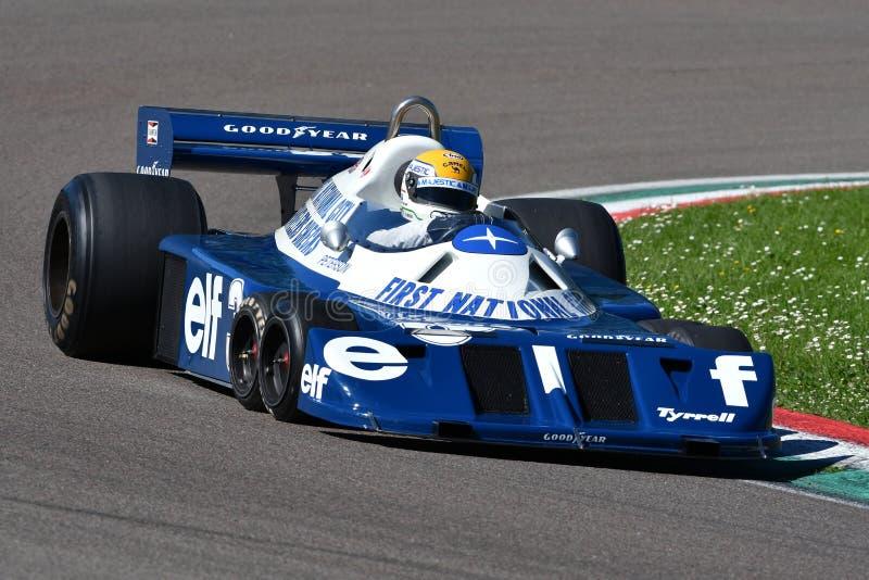 Imola, le 27 avril 2019 : 1976 F1 historiques Tyrrell P34 Ronnie Peterson ex conduit par Pierluigi Martini dans l'action image stock