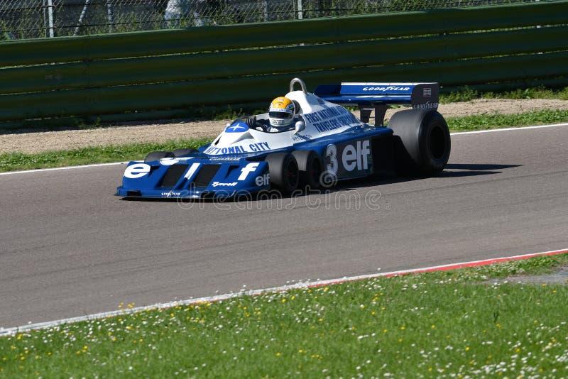 Imola, le 27 avril 2019 : 1976 F1 historiques Tyrrell P34 Ronnie Peterson ex conduit par Pierluigi Martini dans l'action images stock