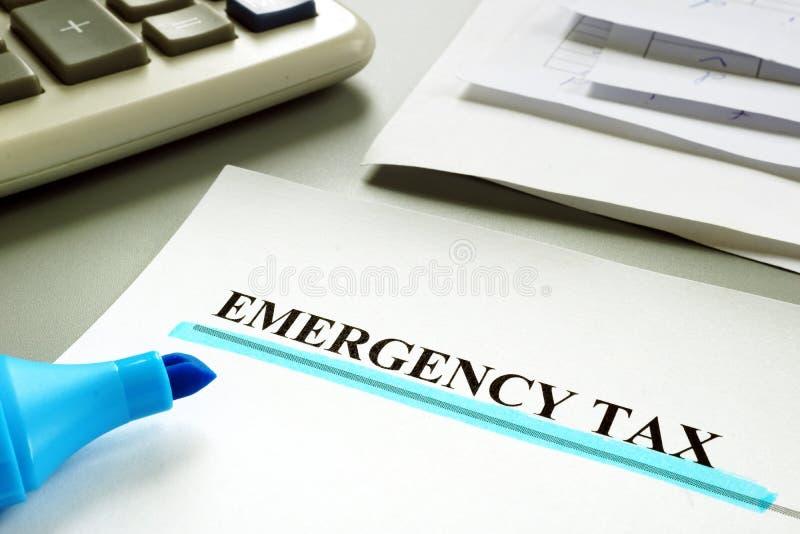 Impôt souligné de secours avec des papiers images libres de droits