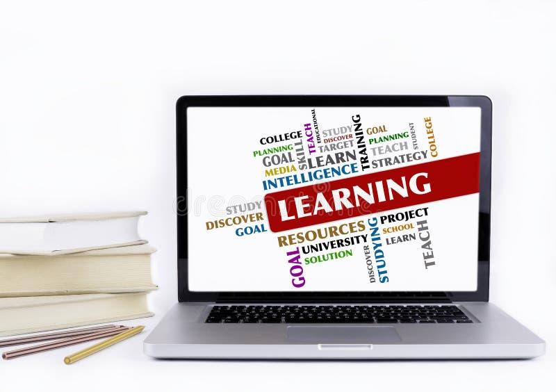 Imparando - nuvola di parola, concetto di istruzione Isola dei libri e del computer portatile immagini stock libere da diritti
