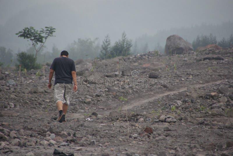Impatto di devastazione del monte Merapi sul suo circondare fotografia stock libera da diritti