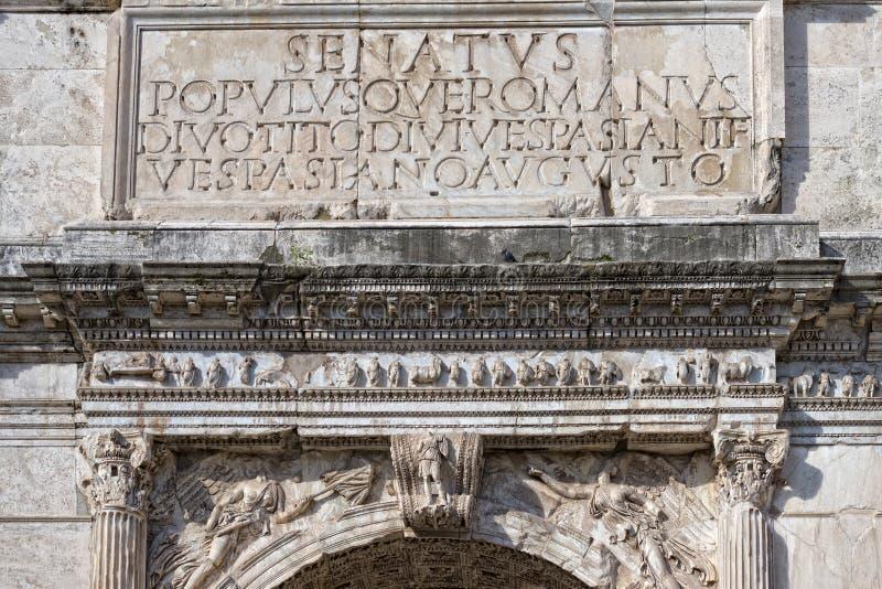 Imperator augustus надписи SPQR римское стоковая фотография