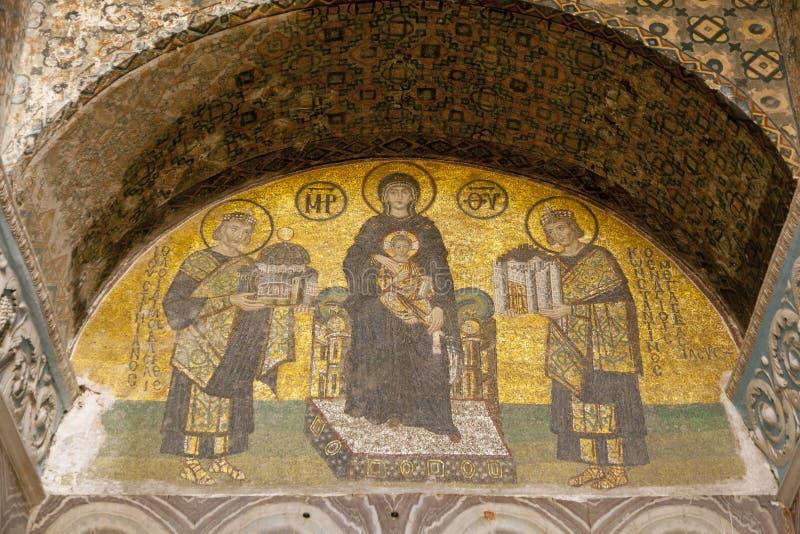 Imperatori che presentano Costantinopoli a Maria, tenente il bambino di Cristo immagini stock