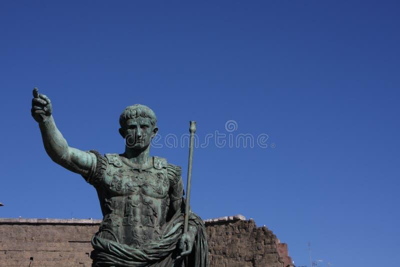 Imperatori romani sulle vie della città di Roma fotografia stock