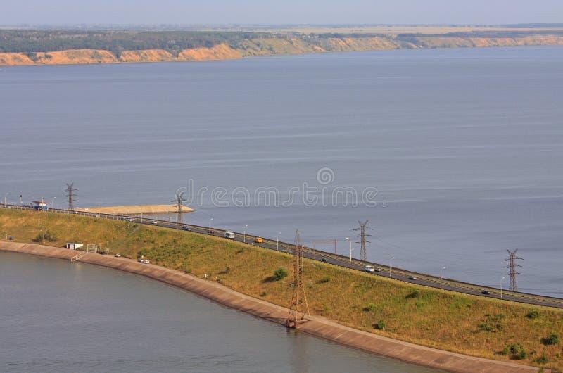 Imperialistisk bro över Volgaet River i Ulyanovsk arkivbilder