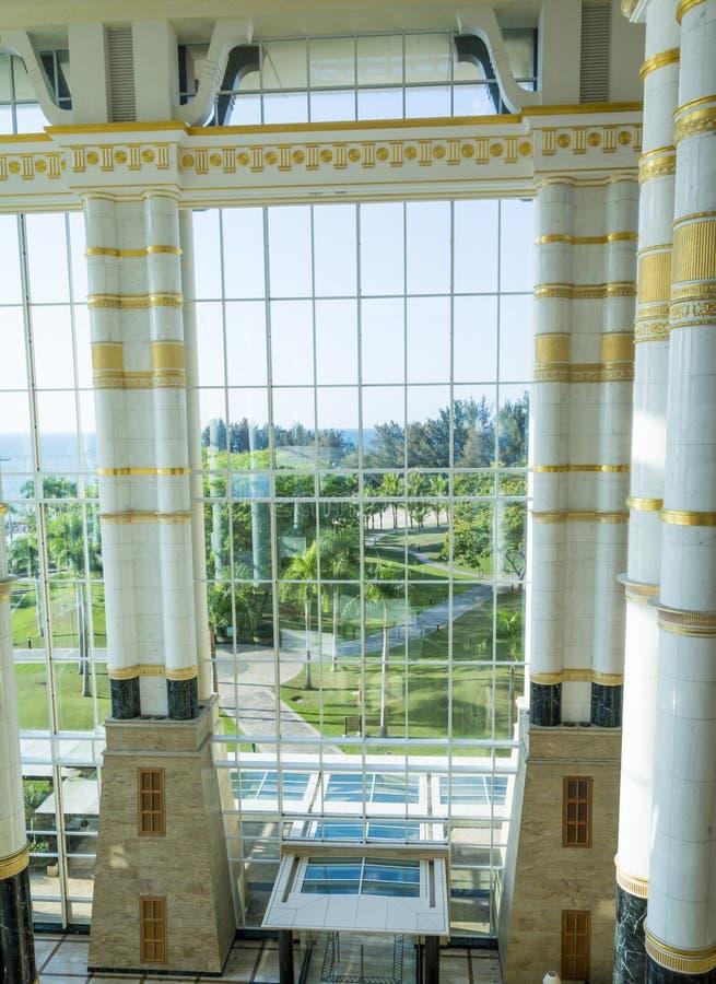 Imperialistisk hotelllobby, Brunei arkivbilder