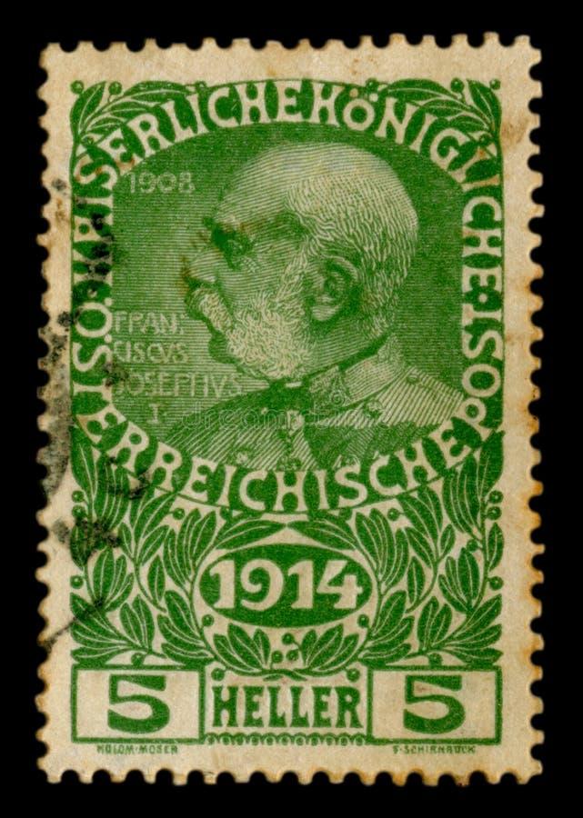 Imperio austrohúngaro - circa 1914: Sello histórico austríaco: retrato del emperador Franz Joseph I, con el año del beginnin foto de archivo libre de regalías