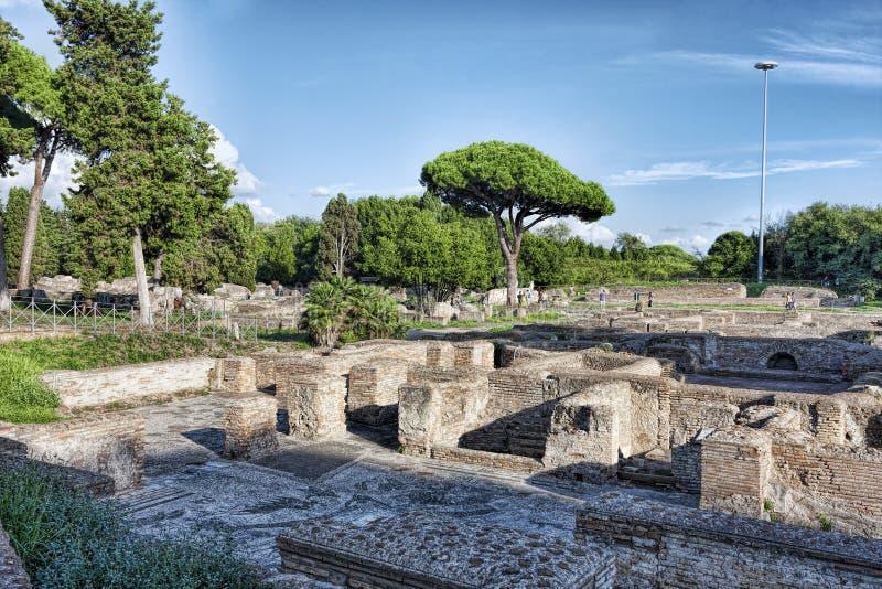 Imperium Rzymskie ruin krajobraz w archeologii ekskawacjach Ostia Antica, Rzym - obrazy royalty free