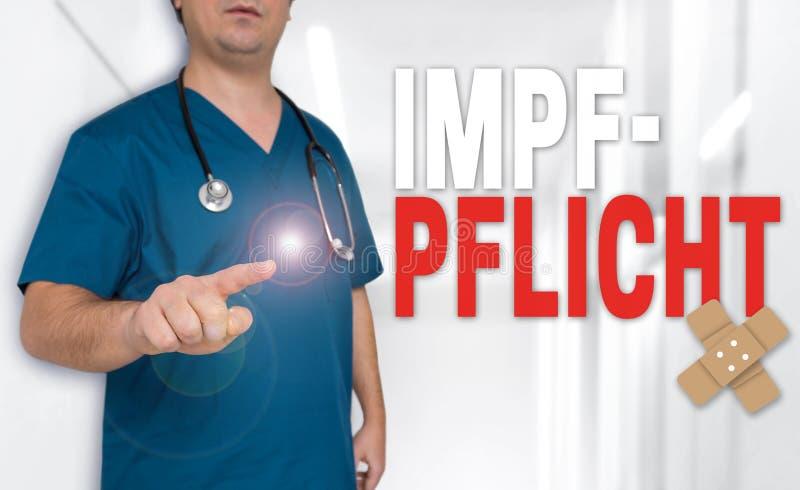 Impfpflicht w niemieckim szczepienia pojęciu pokazuje lekarką zdjęcie stock