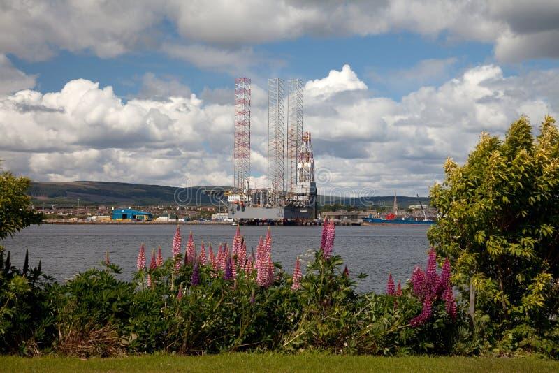 Impianti offshore che sono costruiti immagini stock
