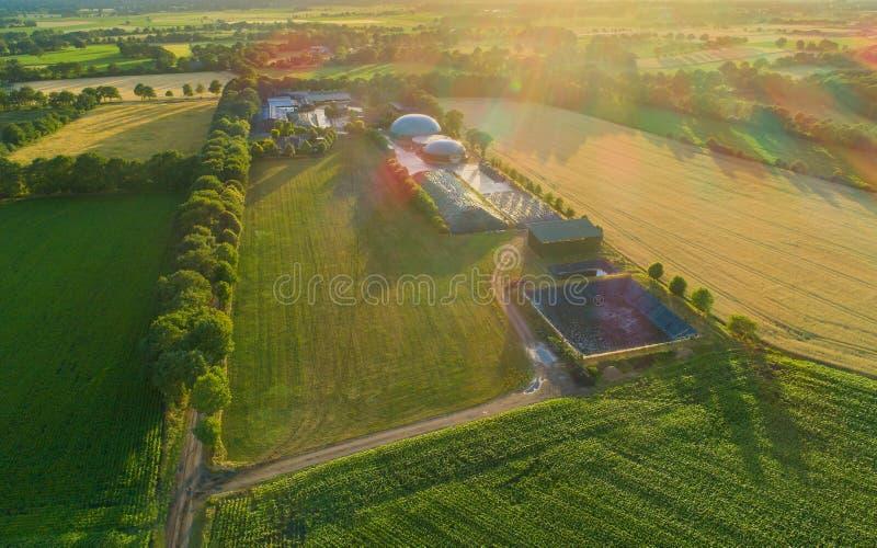 Impianto di biogas per la produzione di energia e l'energia fotografia stock