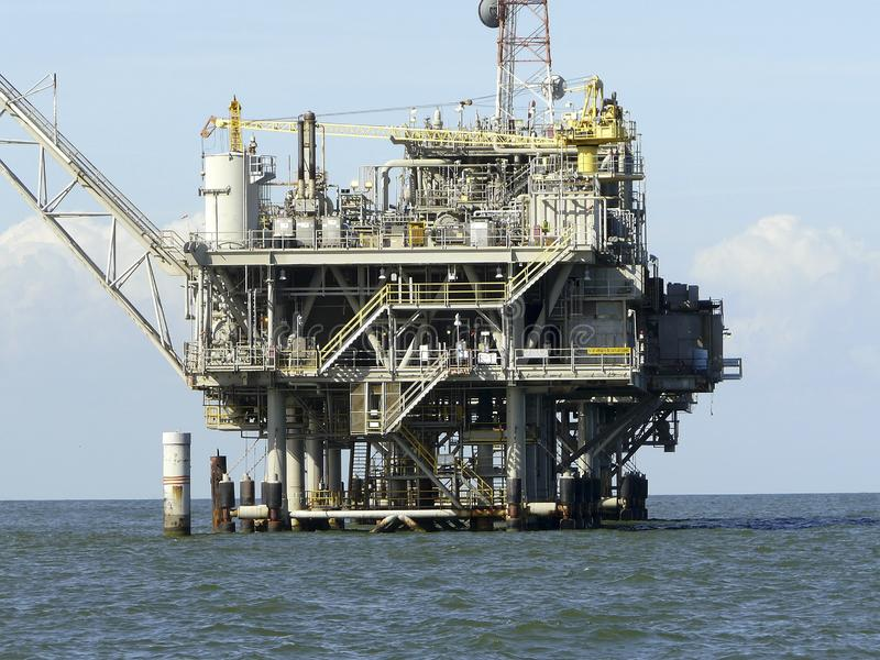 Impianto di perforazione del petrolio marino del golfo del Messico immagini stock libere da diritti