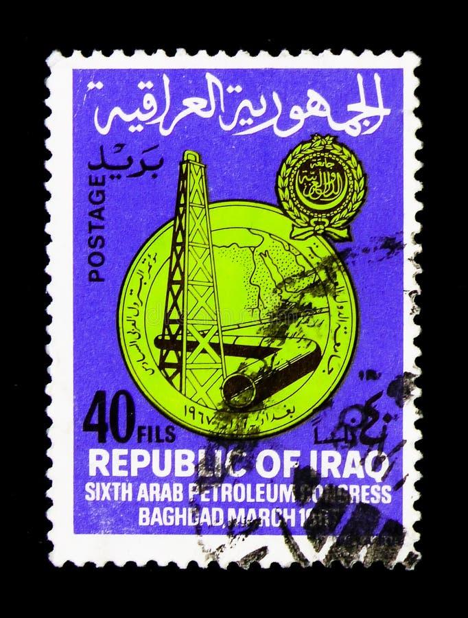 Impianto di perforazione della trivellazione petrolifera, oleodotto, sesto congresso arabo dell'olio, serie di Bagdad, circa 1967 fotografie stock libere da diritti
