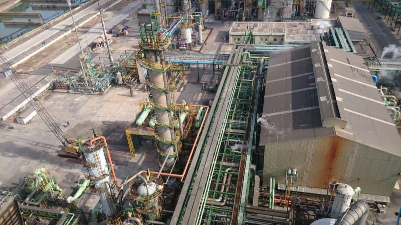 Impianto industriale e nave riempita conduttura immagine stock libera da diritti