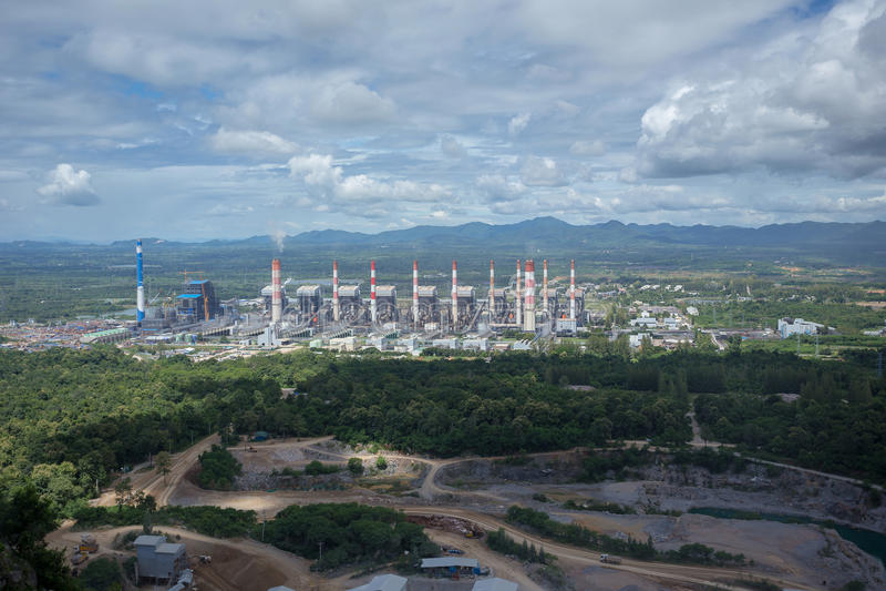 Impianto termoelettrico Centrale elettrica del carbone di Mae Moh in Lampang Thailan fotografia stock libera da diritti
