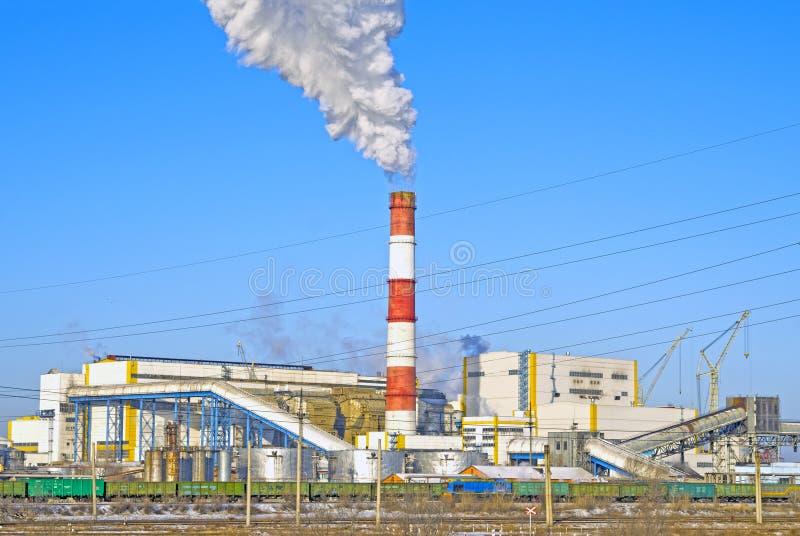 Impianto termoelettrico Primo piano Inverno La Russia Abakan fotografie stock libere da diritti