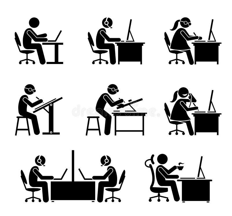 Impiegato che lavora con il computer ed il computer portatile all'ufficio illustrazione di stock