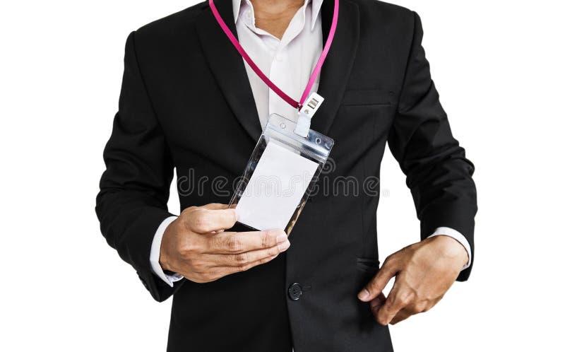 Impiegato in vestito nero che mostra carta di identità, isolata su fondo bianco immagine stock libera da diritti