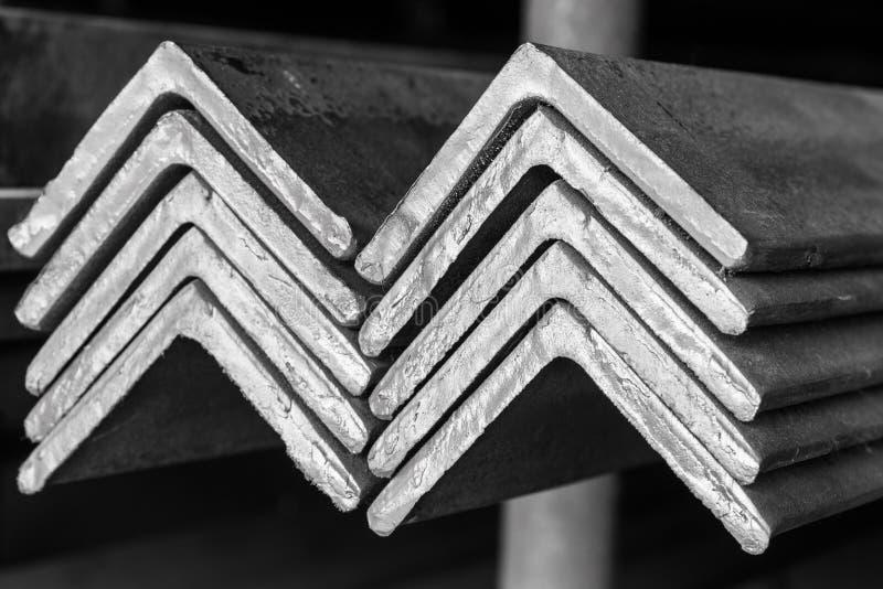 Impilato di Antivari ad angolo d'acciaio fotografia stock libera da diritti