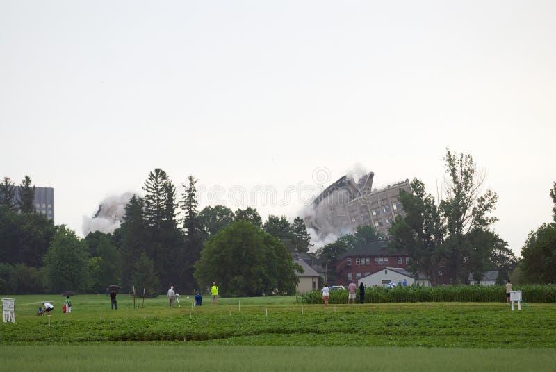Download Implosión del edificio foto de archivo editorial. Imagen de escombros - 42439123