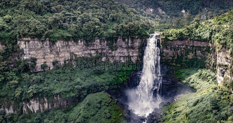 Impondo cascata de El Salto de Tequendama na Colômbia fotos de stock royalty free