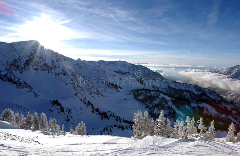 Imponerande föreställning beskådar till bergen från Snowbird skidar semesterorten i Utah royaltyfri fotografi