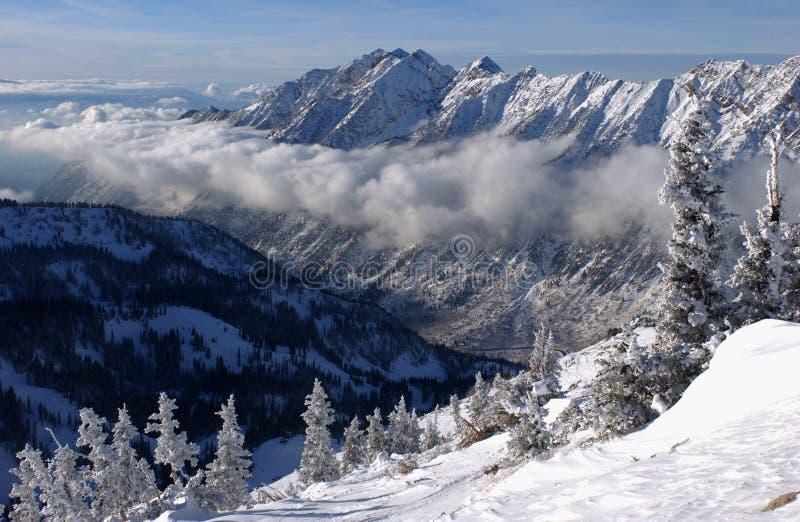 Imponerande föreställning beskådar till bergen från Snowbird skidar semesterorten i Utah fotografering för bildbyråer