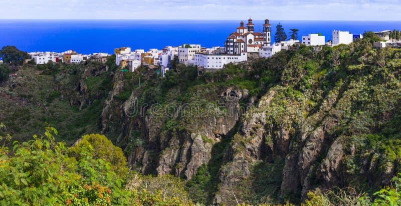 Imponująco górska wioska Moya nad skałami - Gran Canaria, wyspy kanaryjskie obraz stock