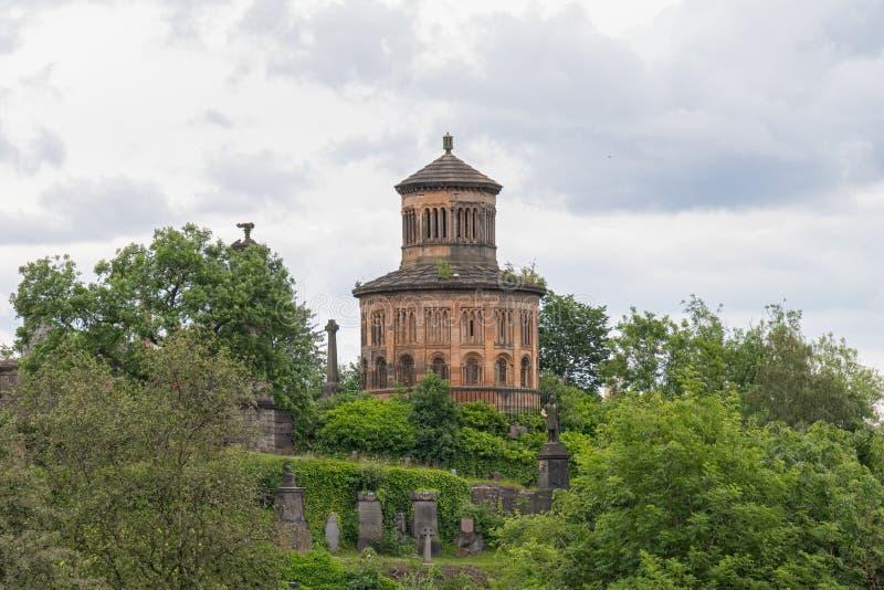 Imponująco Antyczna Glasgow architektura patrzeje Nocropolis siedząca wysokość na cmentarnianym wzgórzu zdjęcie stock