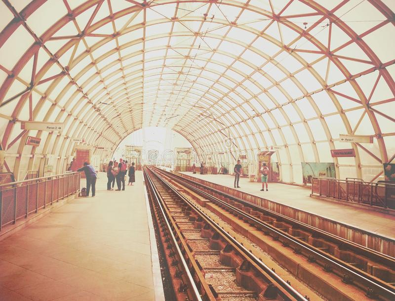 imponująco architektura na Basarab mosta tramwaju staci od Bucharest zdjęcia royalty free