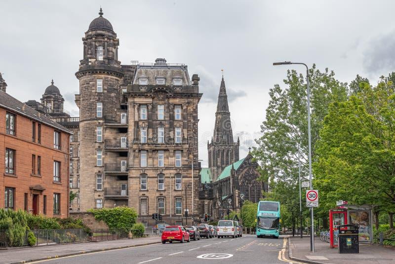 Imponująco Glasgow architektura patrzeje w dół na Glasgow katedrze i Starej Królewskiej stacjonarce zdjęcia stock