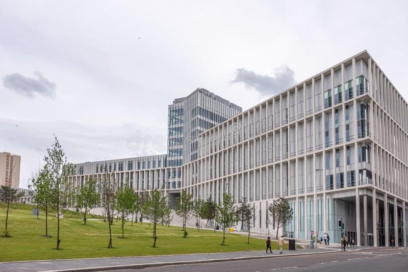 Imponująco nowożytna architektura patrzeje do Nowego miasta Glasgow szkoła wyższa w centrum miasta Glasgow zdjęcia stock