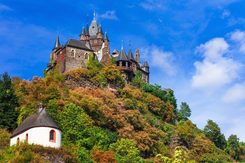Imponująco Reichsburg kasztel w średniowiecznym Cochem Niemcy, Rhine zdjęcie stock